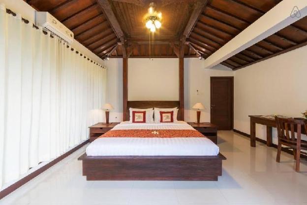 Romantic Joglo Style Pool Villa At Anyar Canggu