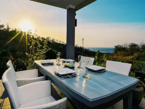 LUXURY 5 BEDROOM HILLSIDE VILLAS w/ STUNNING VIEWS Bali