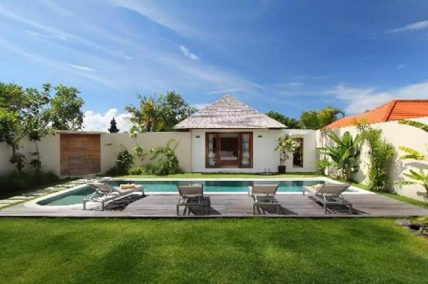 Private Villa With Pool and Garden View