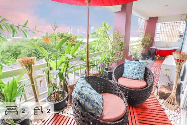 Outdoor skybaht 2 BR 2 BATH in Lumpini MRT Bangkok