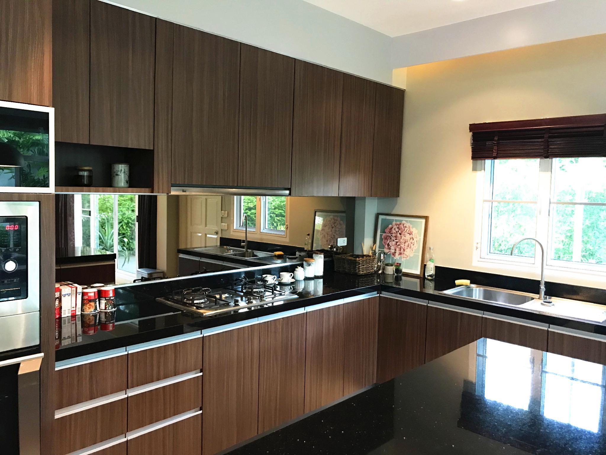 Price Luxury  swimming pool  villa  in Pattaya