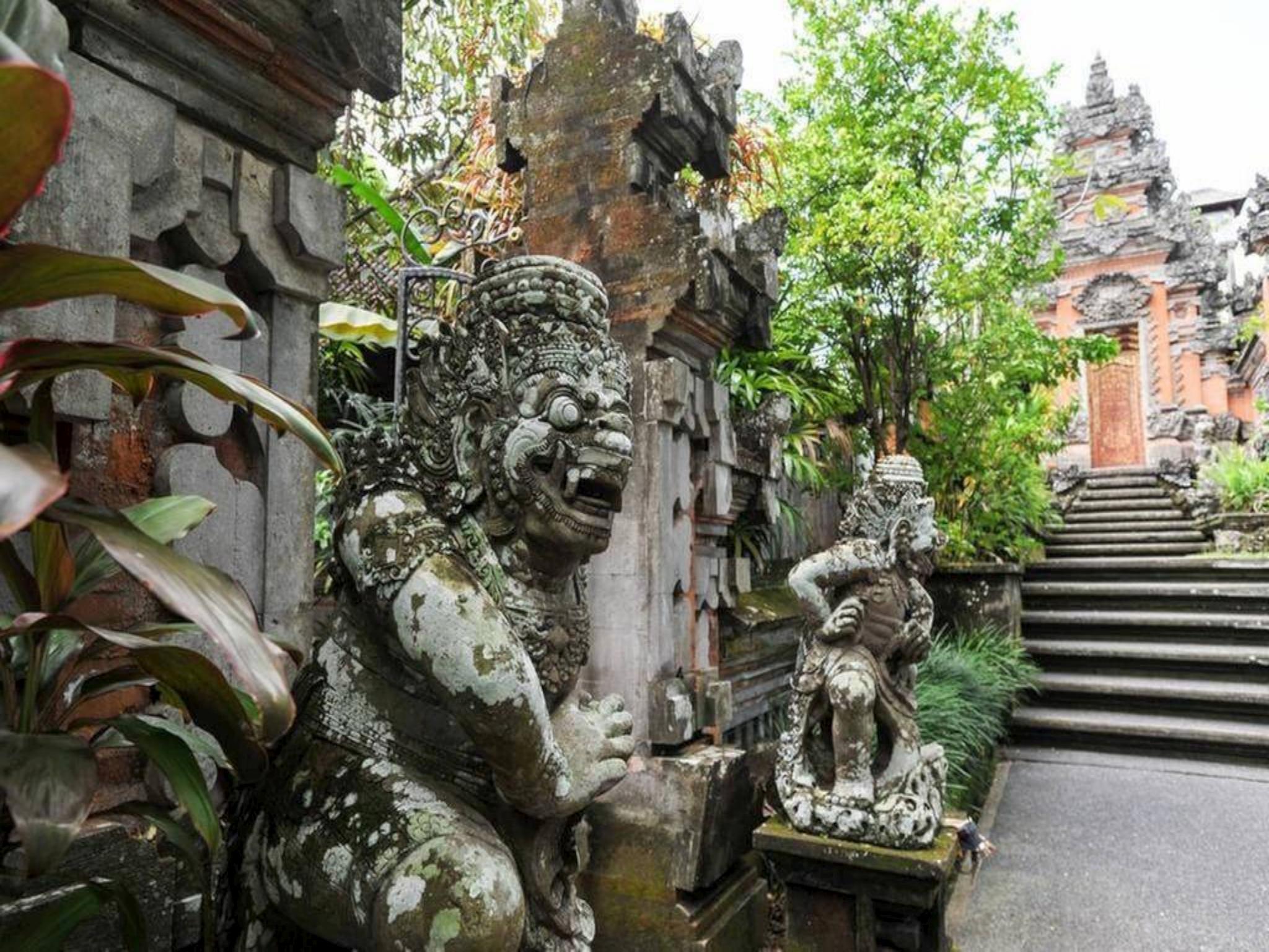 2 Bungalows At Ubud Royal Palace