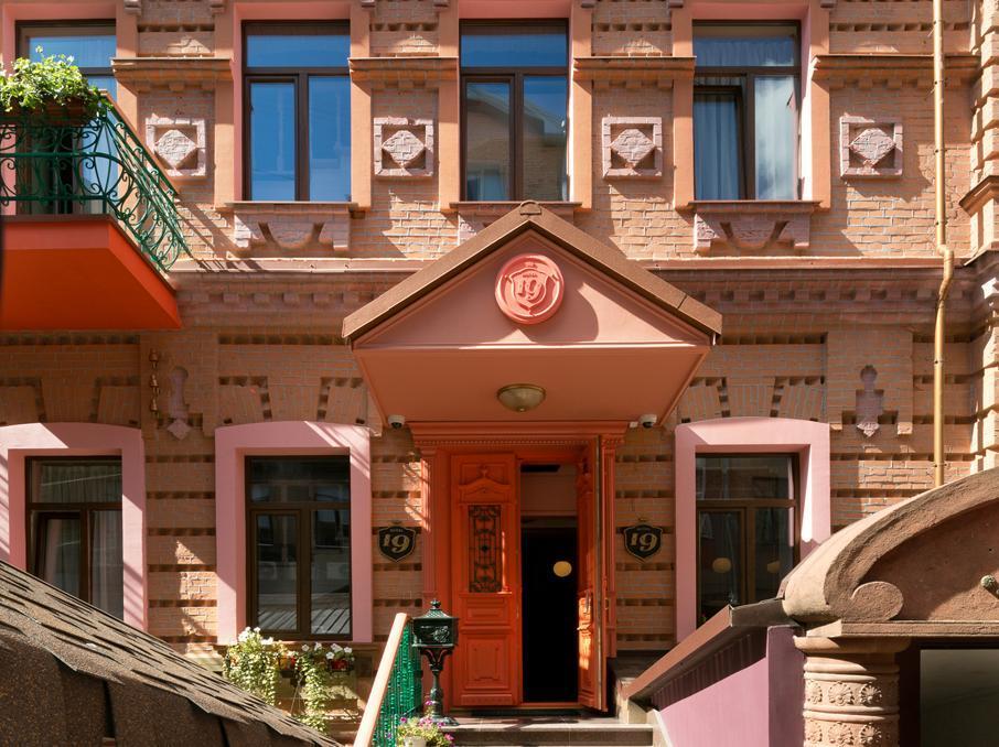 Hotel 19