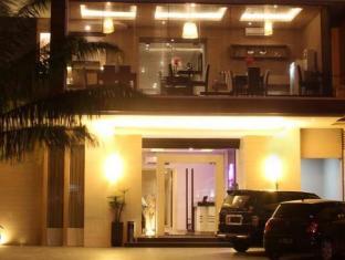 โรงแรมเอเมอรัลด์ สุราบายา