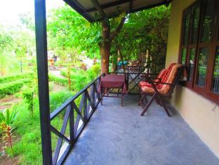 Chitwan Gaida Lodge Chitwan - Balcony Terrace