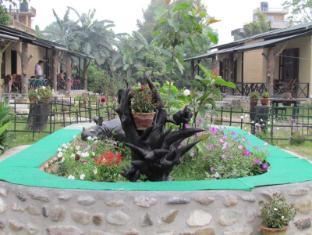 Chitwan Gaida Lodge Chitwan - Garden