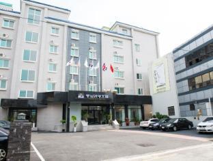 /fr-fr/pungnam-tourist-hotel/hotel/jeonju-si-kr.html?asq=vrkGgIUsL%2bbahMd1T3QaFc8vtOD6pz9C2Mlrix6aGww%3d