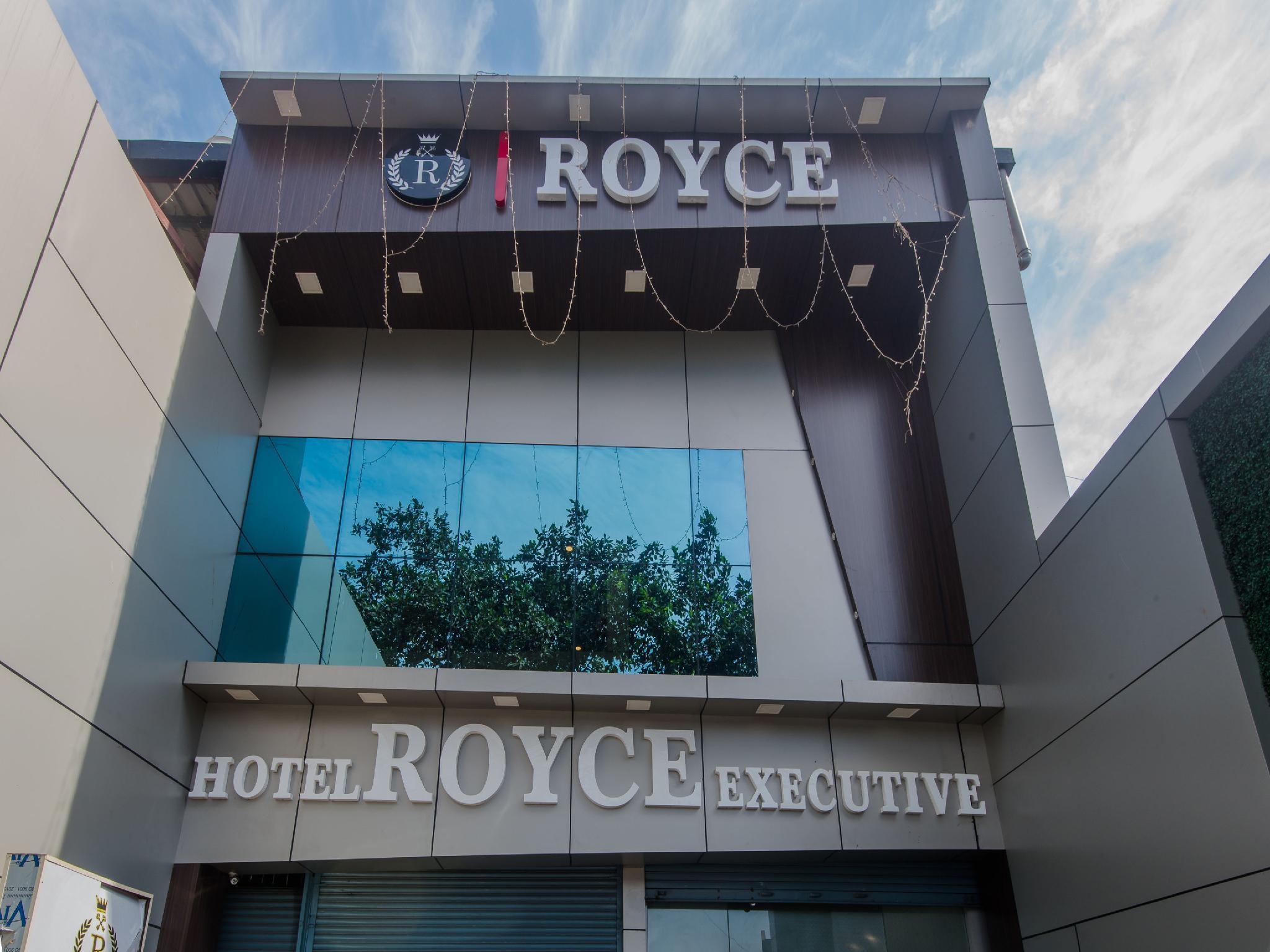 OYO 9327 Royce Executive