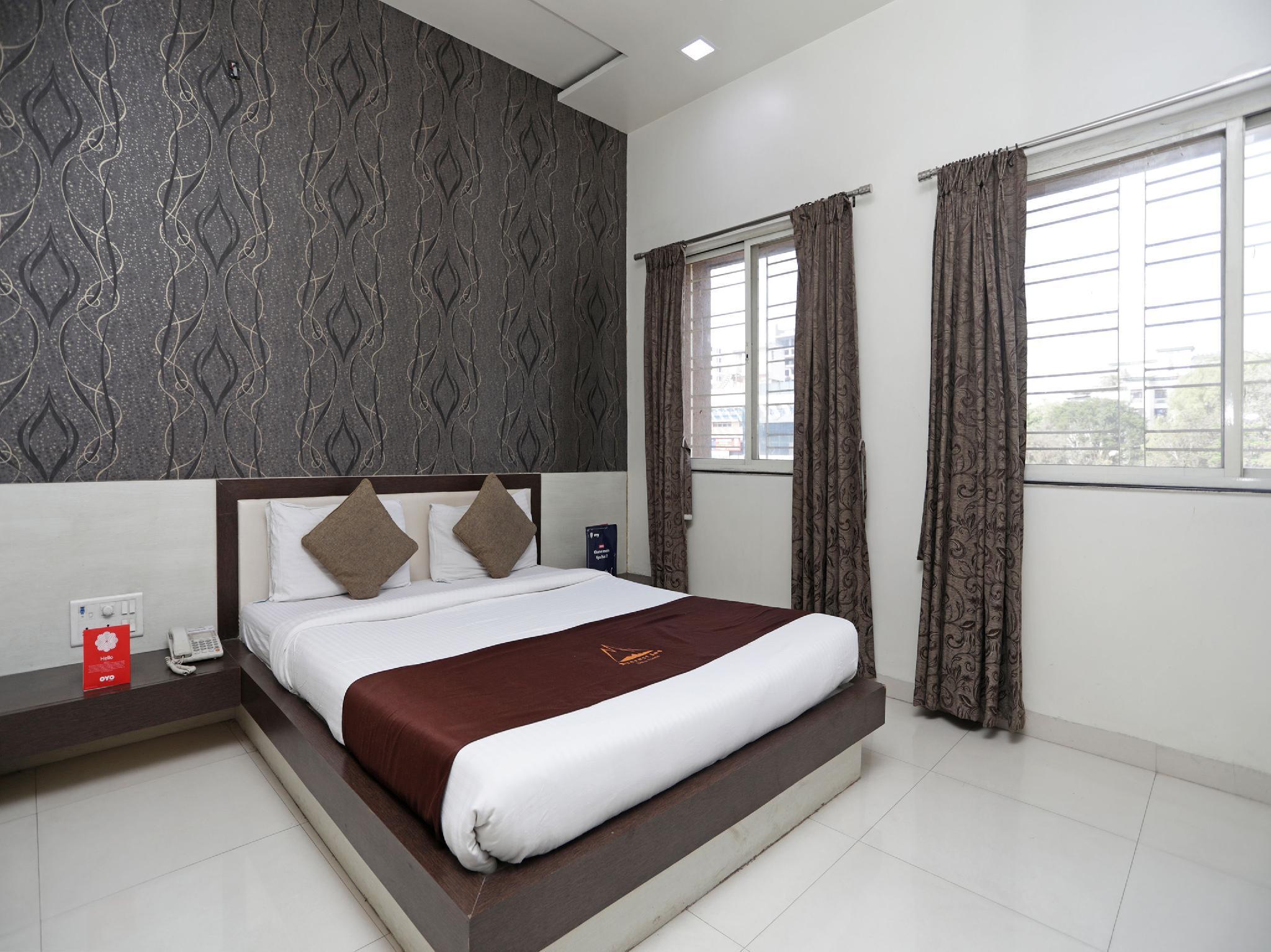 OYO 8717 Everest Inn Hotel