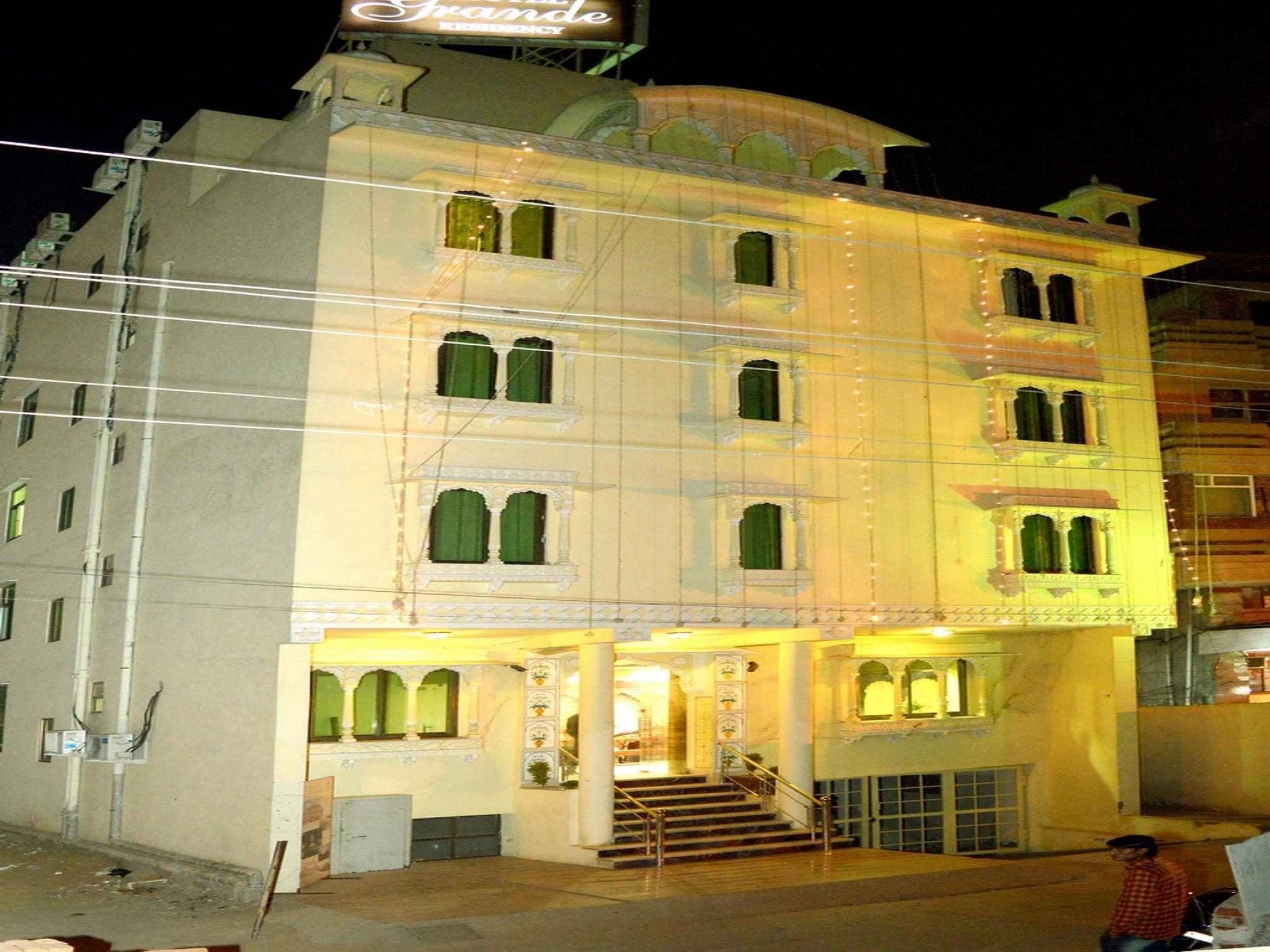 OYO 3949 Hotel Grande Residency