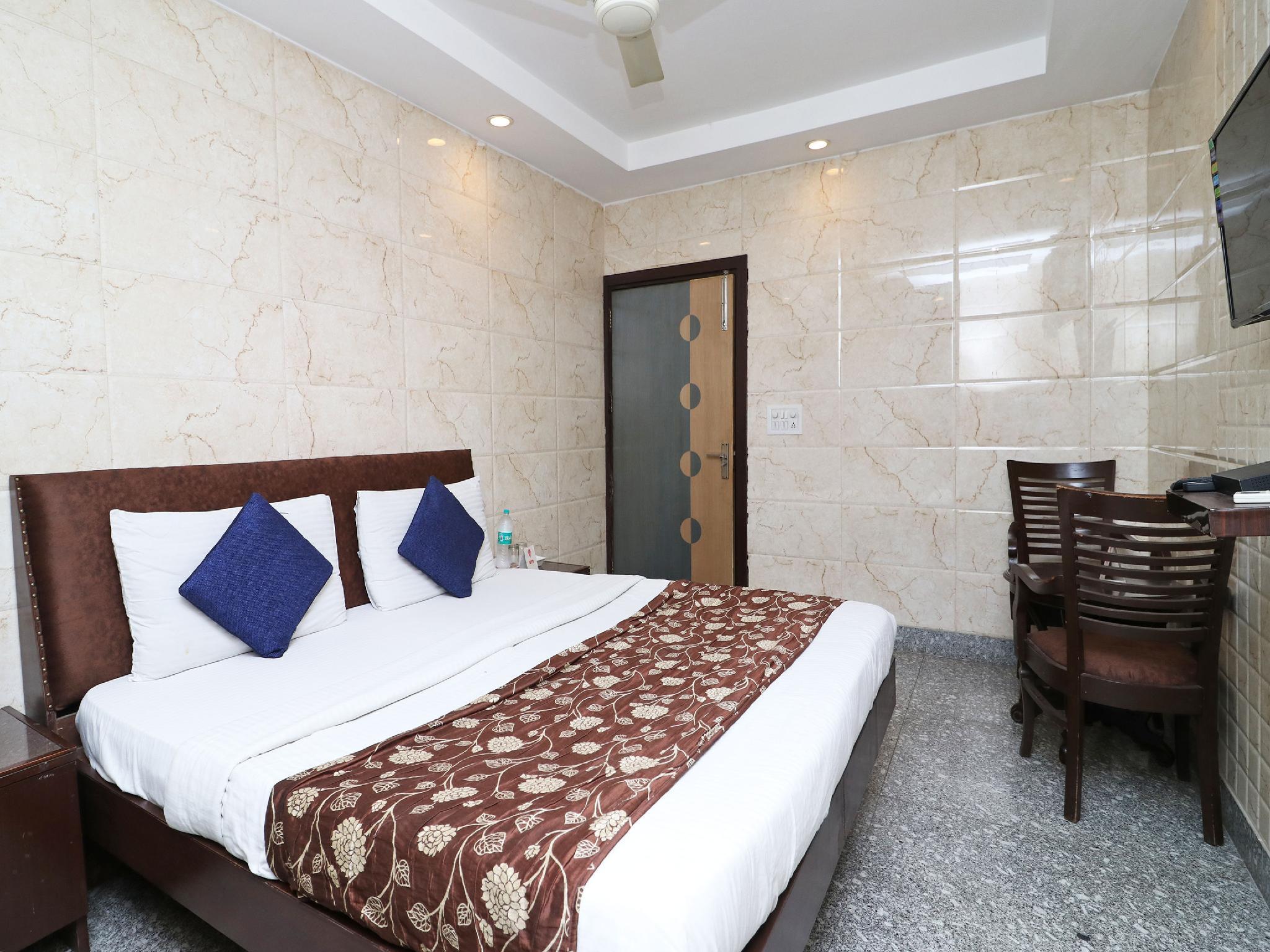 OYO 2705 Hotel Preet Palace