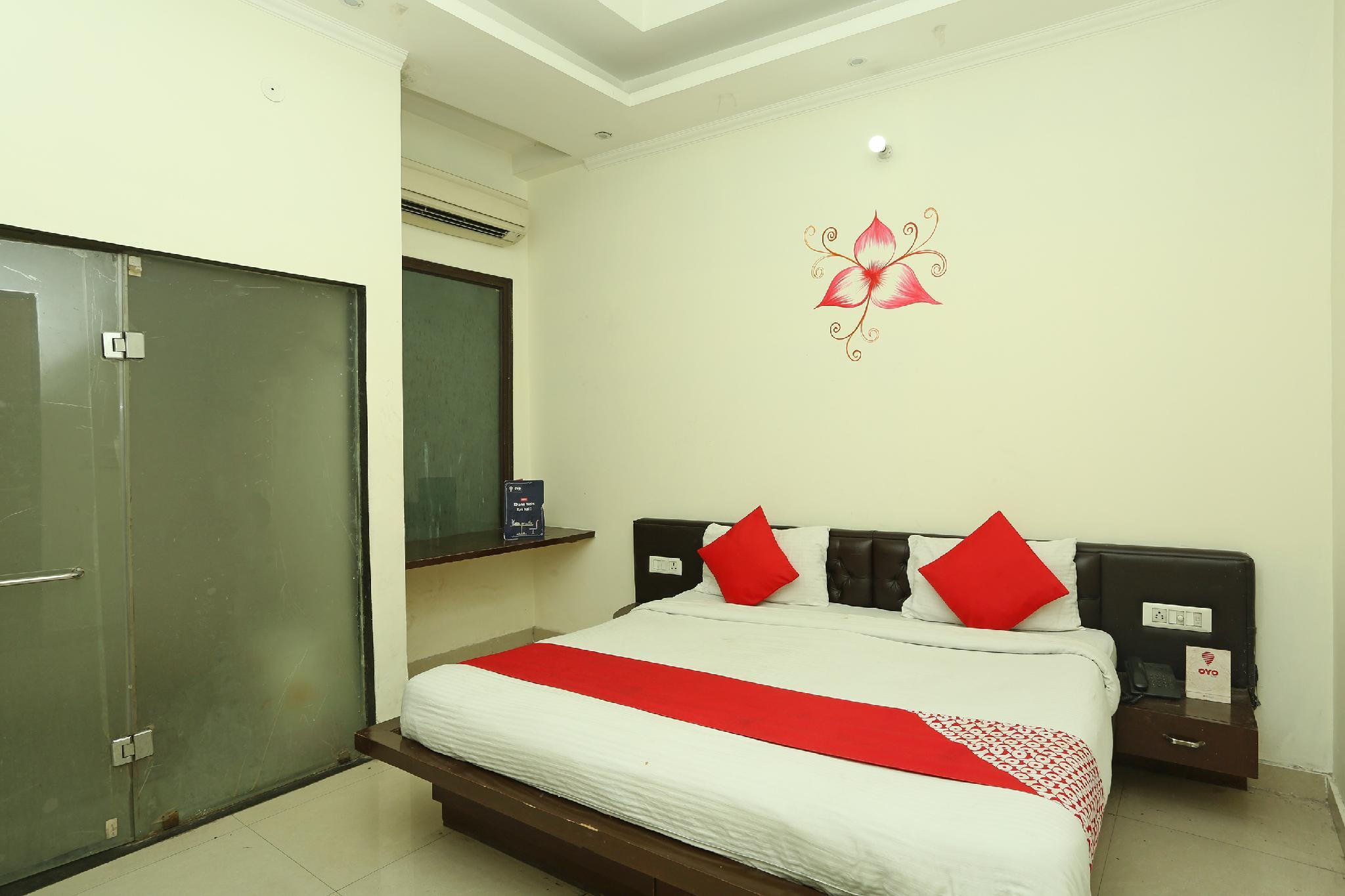 OYO 8349 Hotel Crown Palace