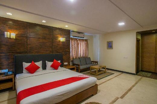 OYO 958 Hotel Greenwood Inn