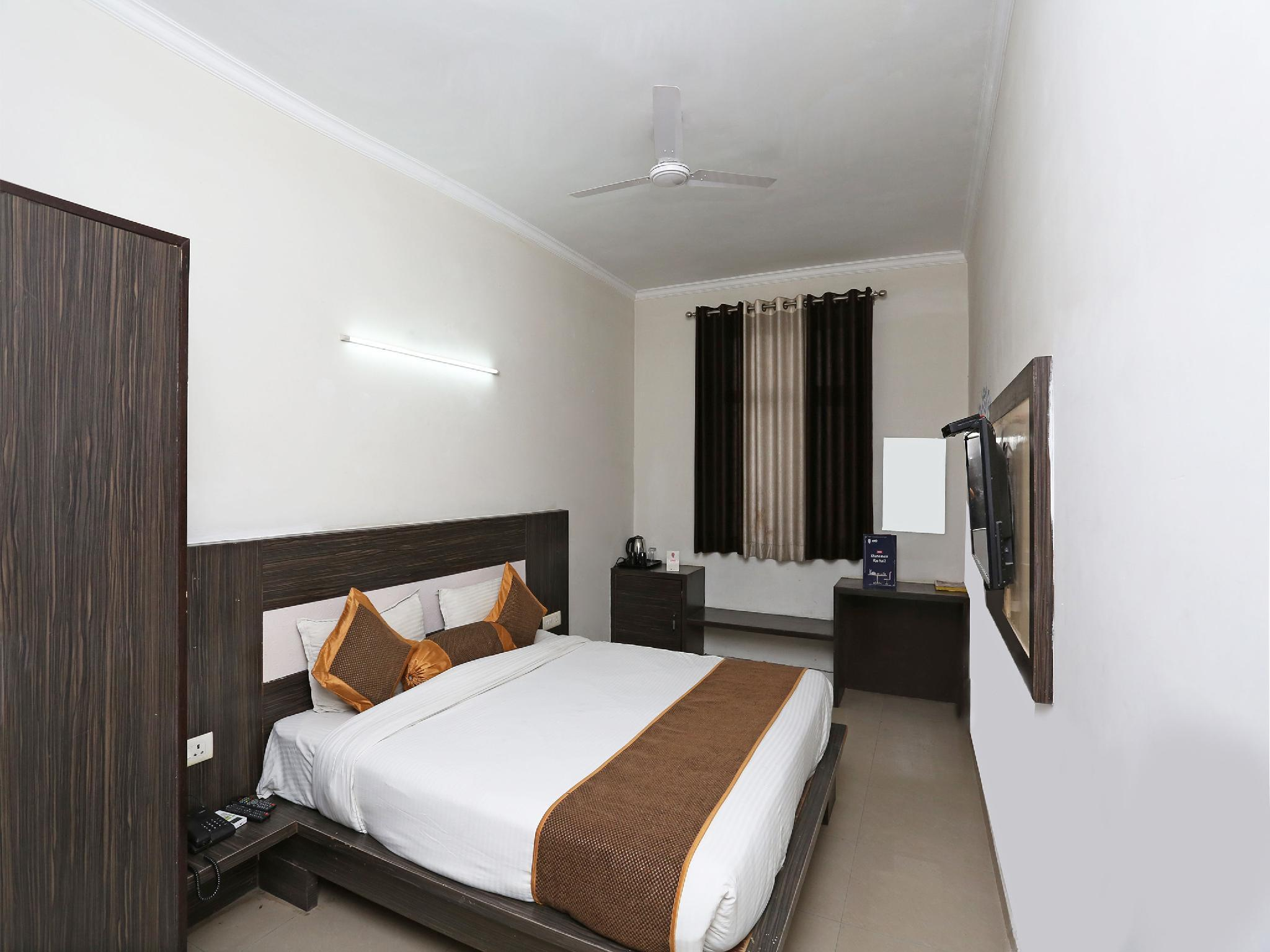 OYO 3773 City Square And Suites