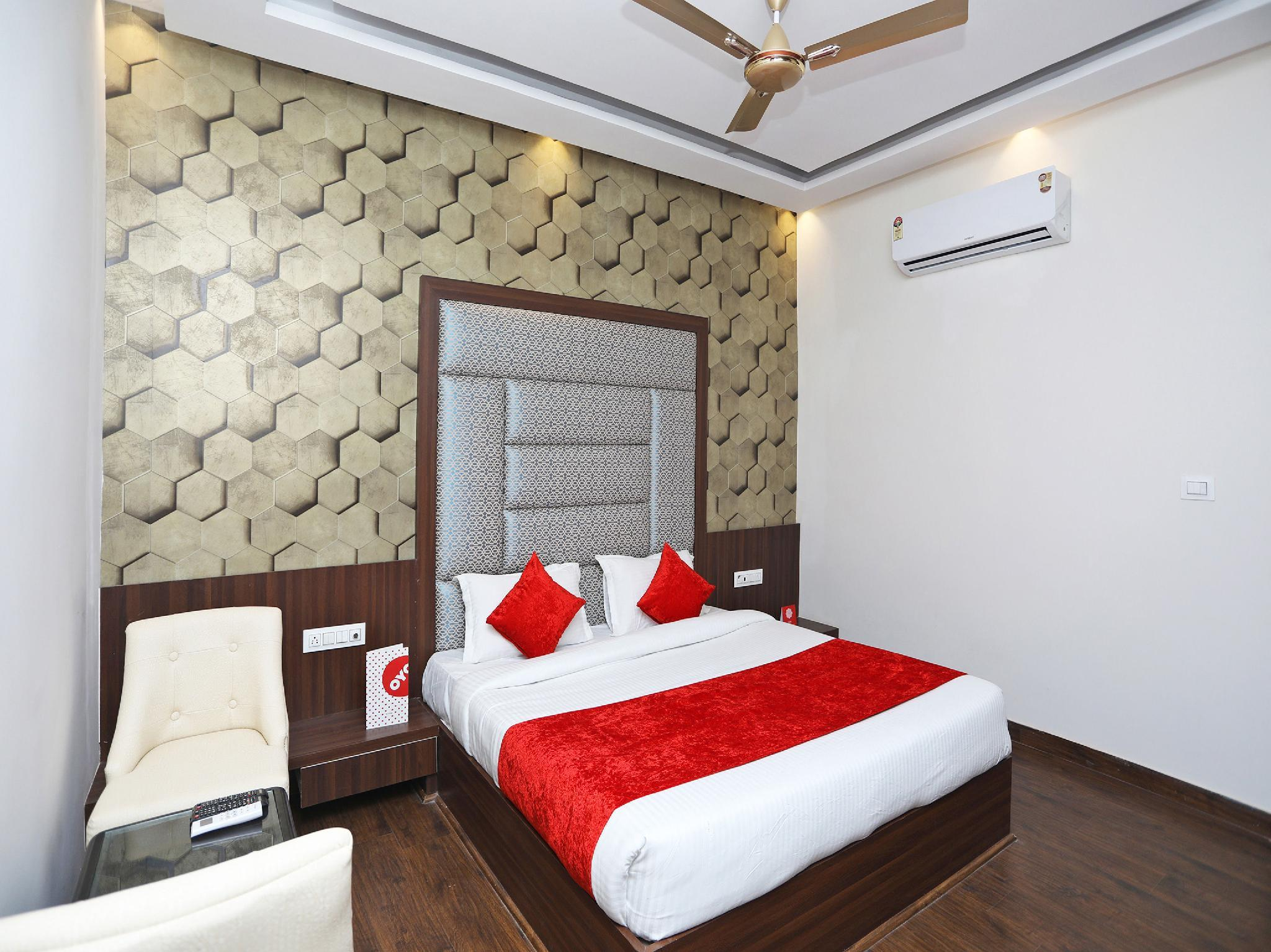 Capital O 2616 Hotel Golden Sand