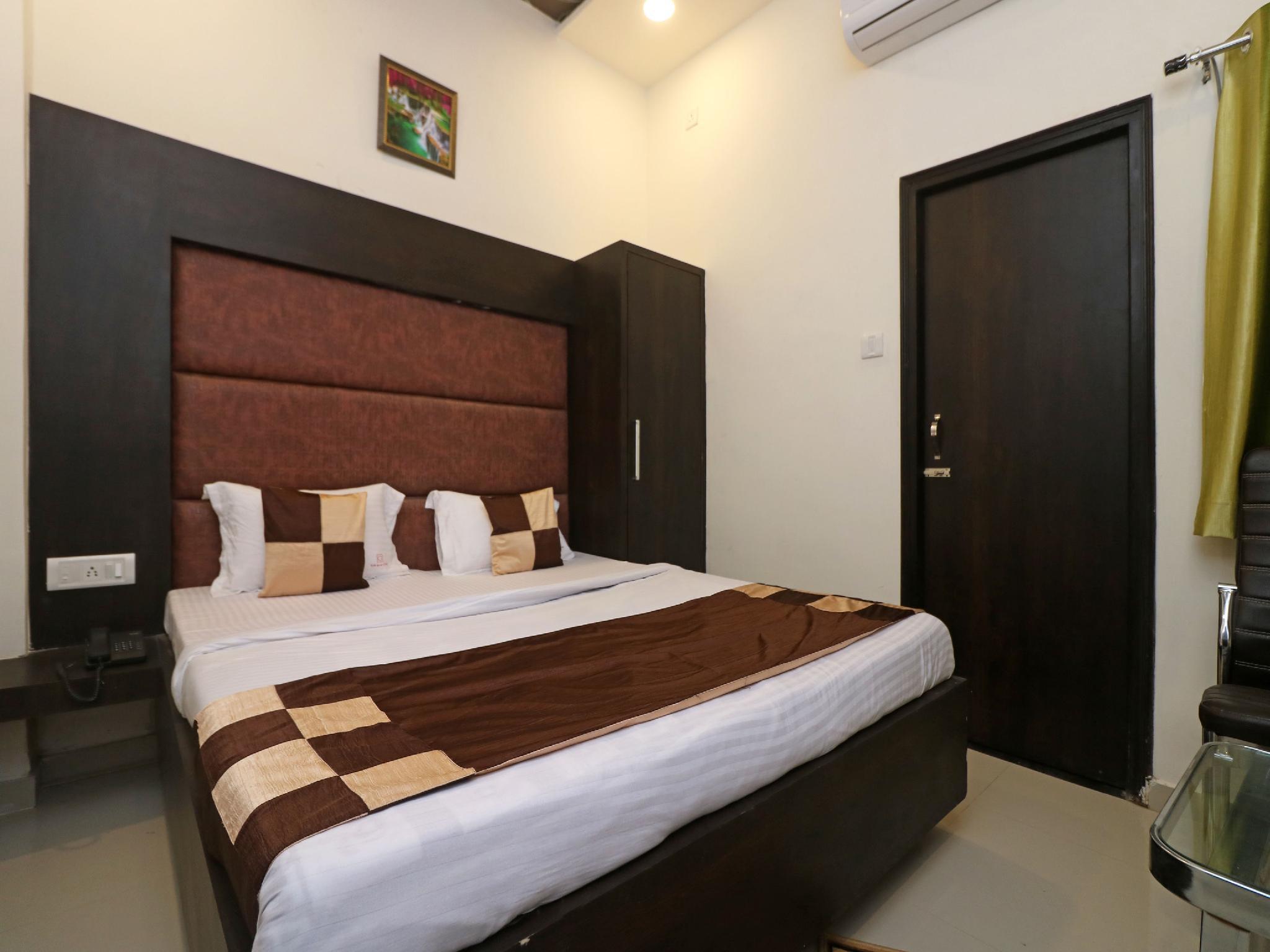 OYO 10991 Hotel Gagan
