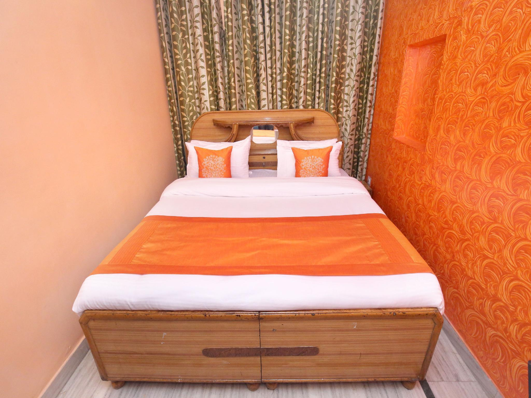 OYO 10384 Hotel Rajesh Palace