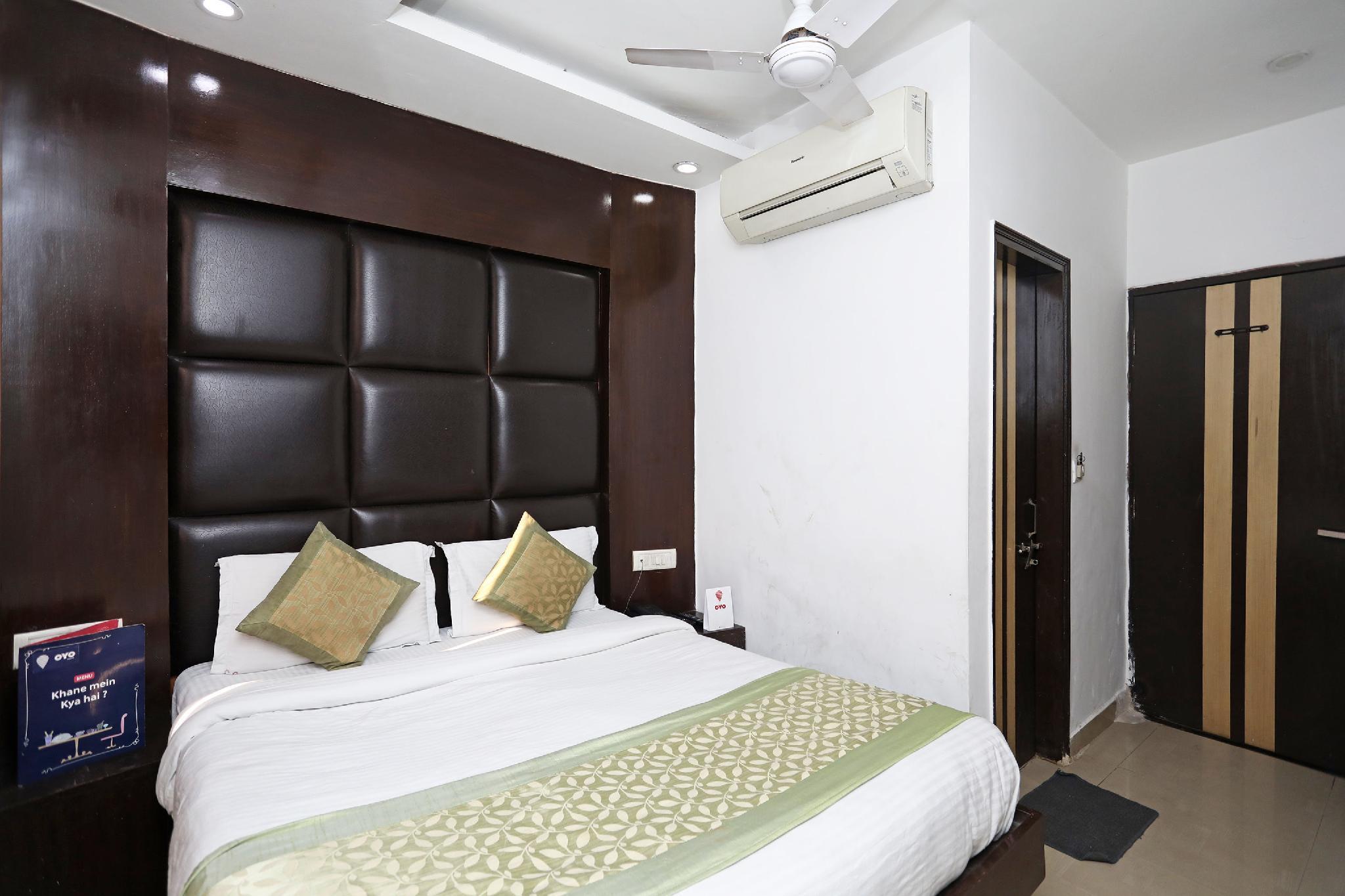 OYO 8933 Hotel CG International