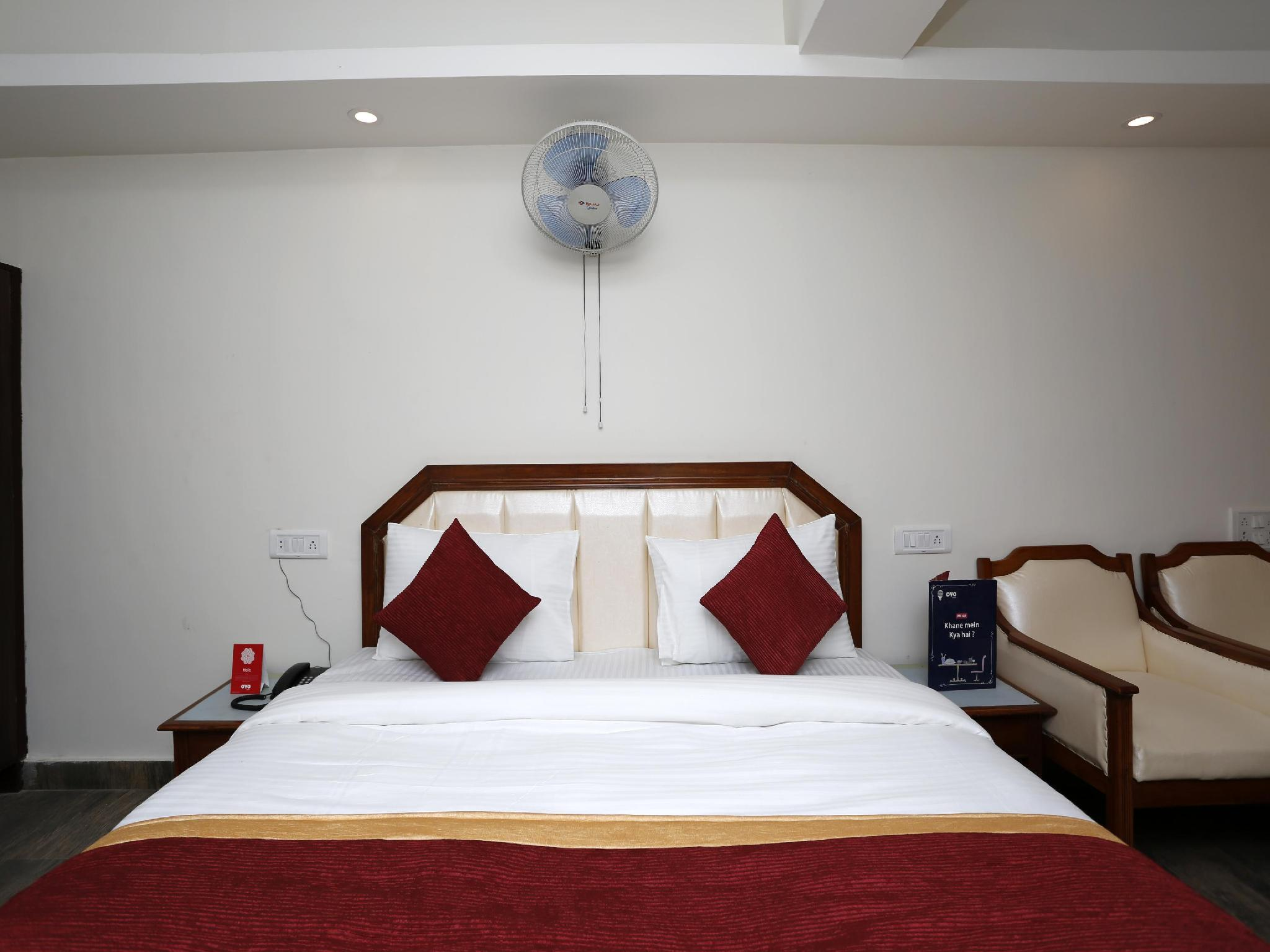 OYO 8989 Hotel Raj