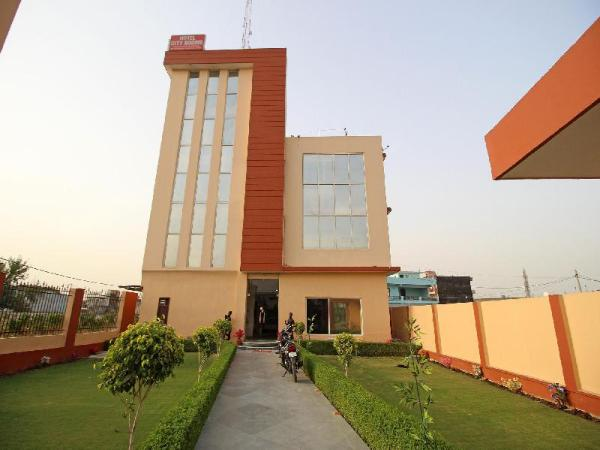 OYO 6343 Hotel City Rooms Greater Noida New Delhi and NCR