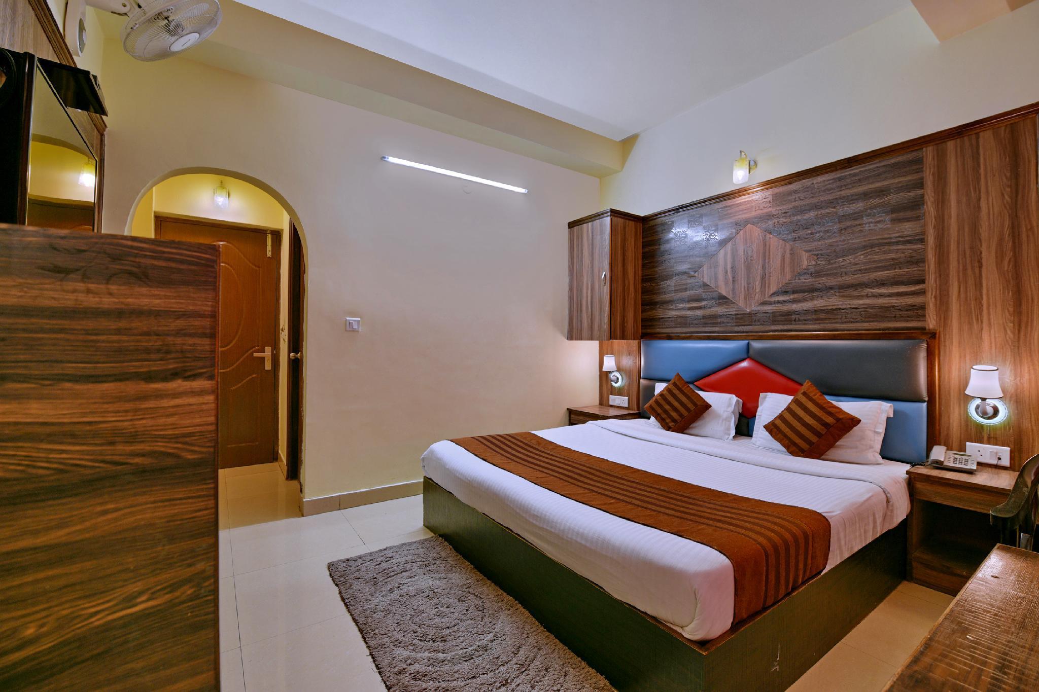 OYO 4451 Hotel Super Mall Residency