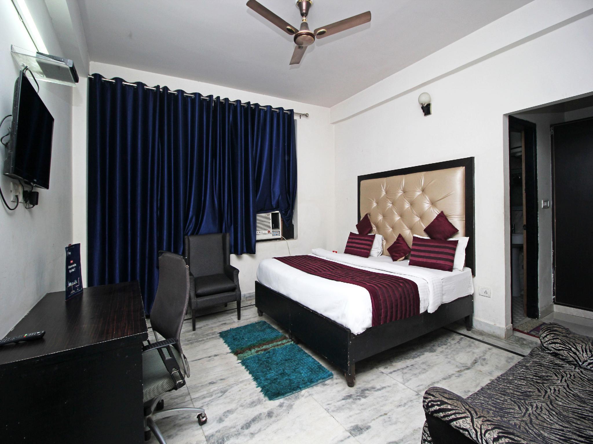 OYO 9069 Hotel WP 13