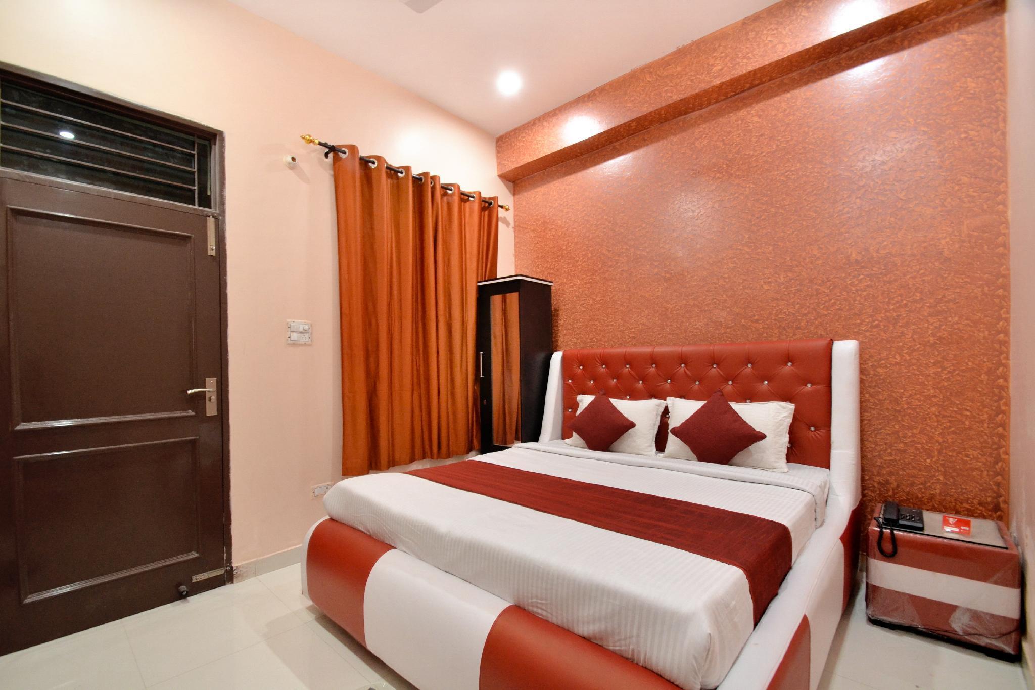 OYO 8452 Hotel New Arya 2