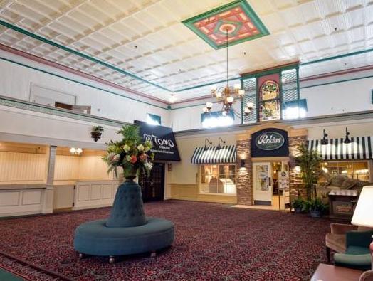 Review Cedar Point Hotel Breakers
