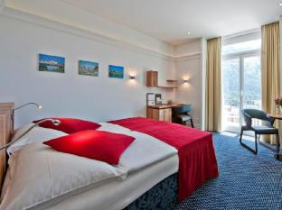 Schweizerhof Swiss Quality Hotel Санкт-Моріц - Вітальня