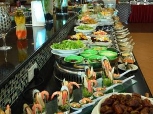 Concorde Inn Kuala Lumpur International Airport Hotel Kuala Lumpur - Buffet counter