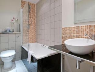 Grand Plaza Serviced Apartments London - Bathroom