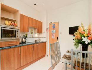 Grand Plaza Serviced Apartments London - Kitchen
