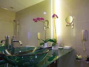 Hotel Royal @ Queens Singapore - Bathroom
