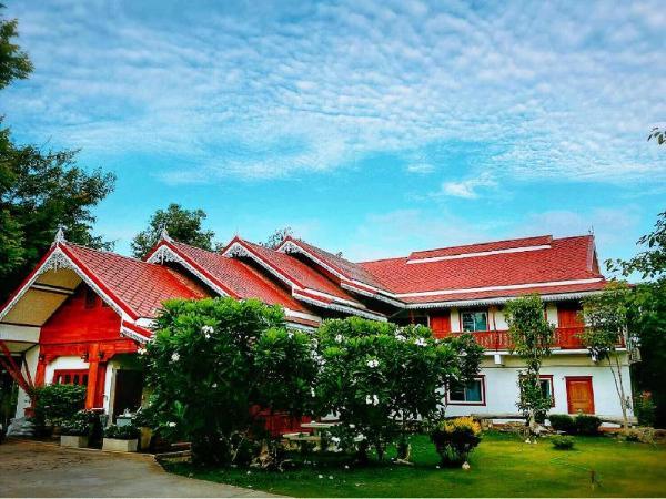 Baan Mai Resort Tak