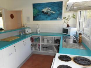 Bush Village Budget Cabins Whitsunday Islands - Communal Kitchen