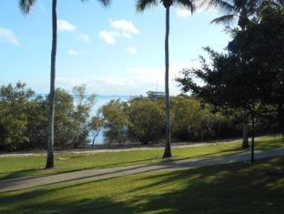 Bush Village Budget Cabins Whitsunday Islands - Bi-Centenial Boardwalk