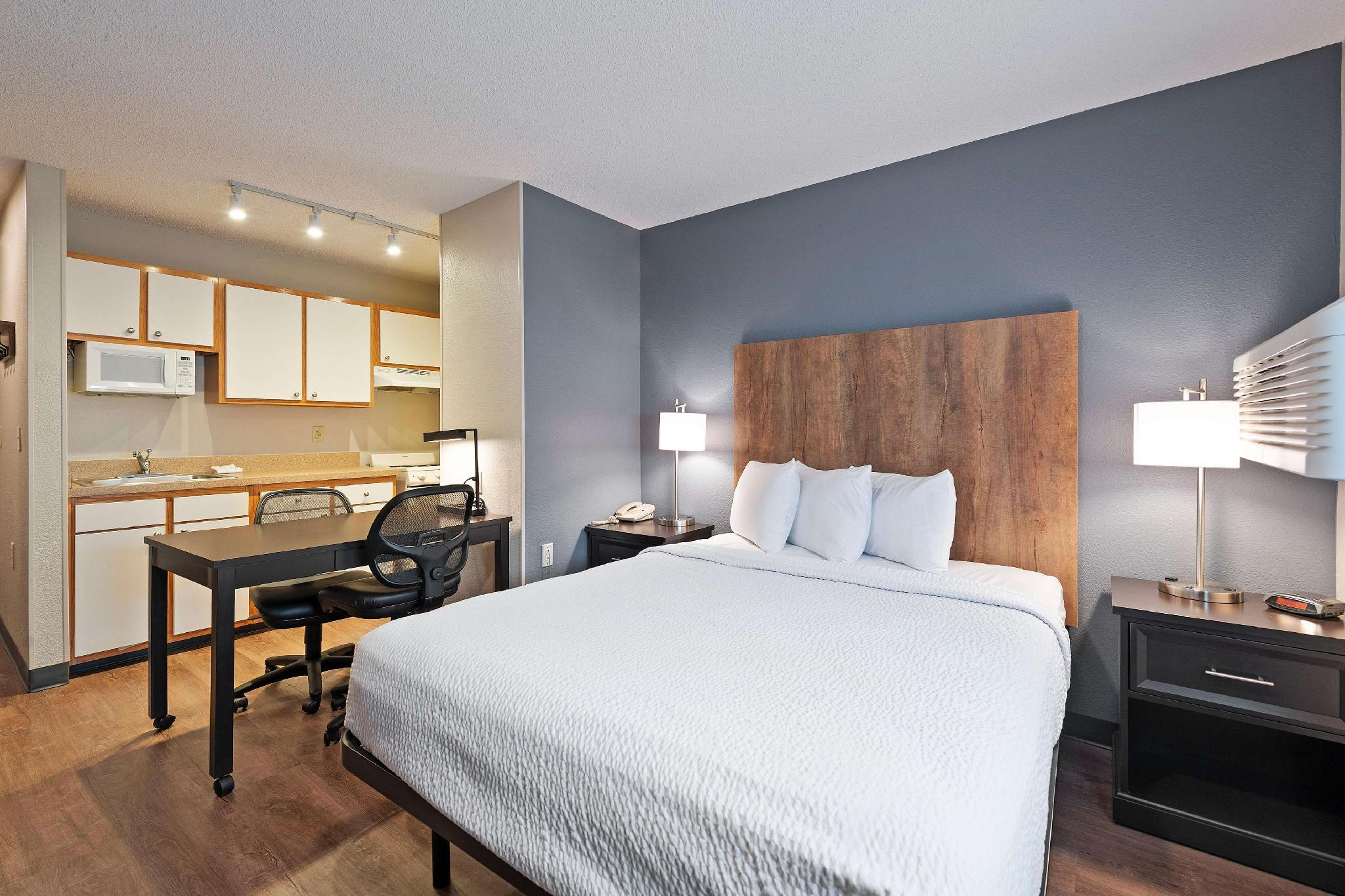 Extended Stay America - Charlotte - University Place - E McCullough Dr
