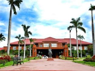 Fort Ilocandia Resort Hotel Лаоаг