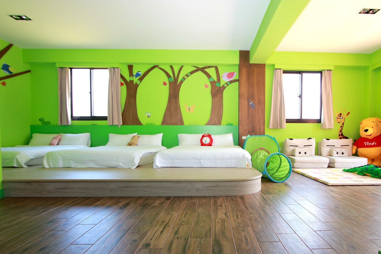 Orange Castole  Multiple Rooms Forest Room