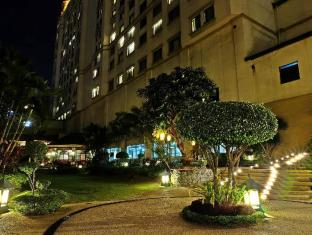 Waterfront Cebu City Hotel and Casino Cebu City - Utsiden av hotellet