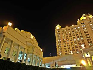 Waterfront Cebu City Hotel and Casino Cebu City - Hotellet udefra