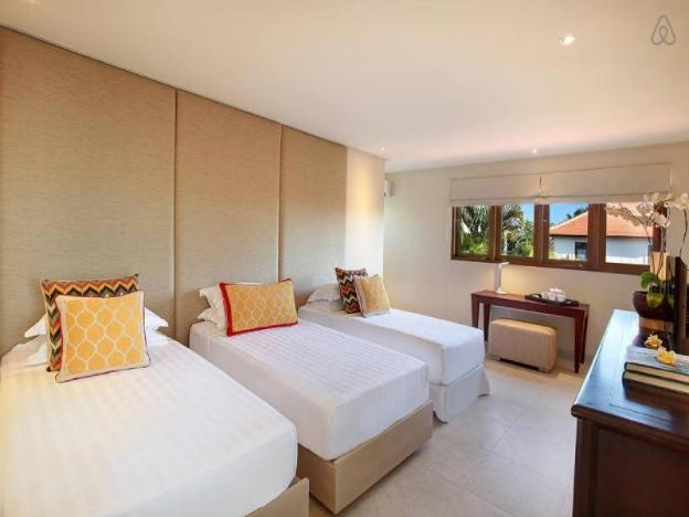 SEMINYAK Eat St. gorgeous home, central location