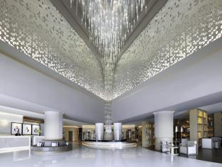 Fairmont Dubai Dubai - Lobby and the chandelier