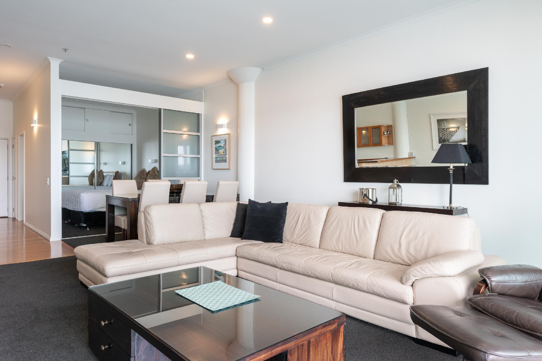 Waterfront Apartment In Princes Wharf
