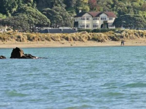 beachfront wellington bed   breakfast wellington  new zealand great discounted rates