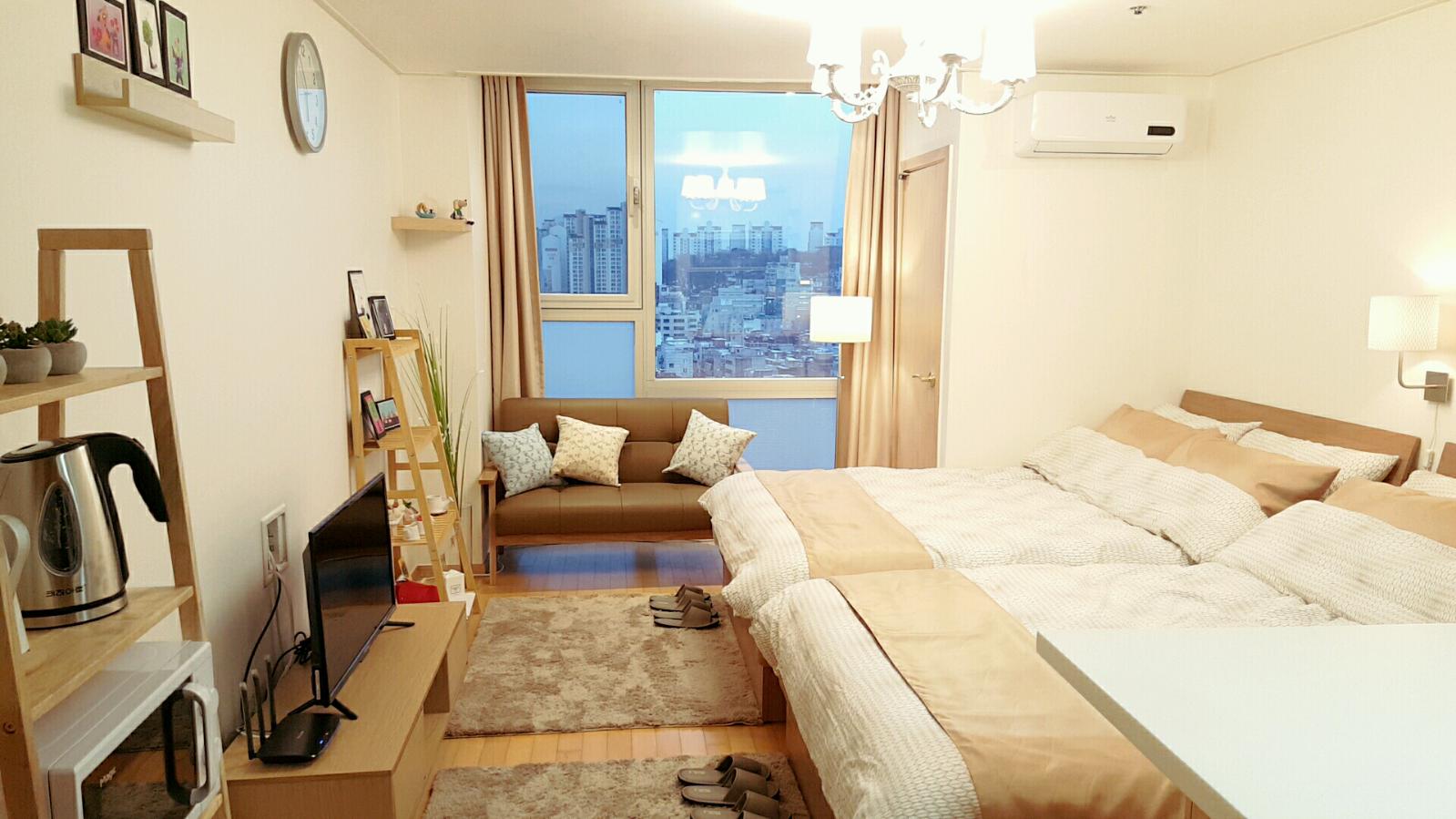 8   30sec Hongdae Stn. Zoe House