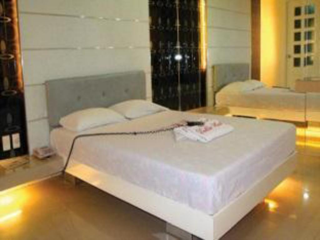 Dahlia Hotel Hotels : Book now