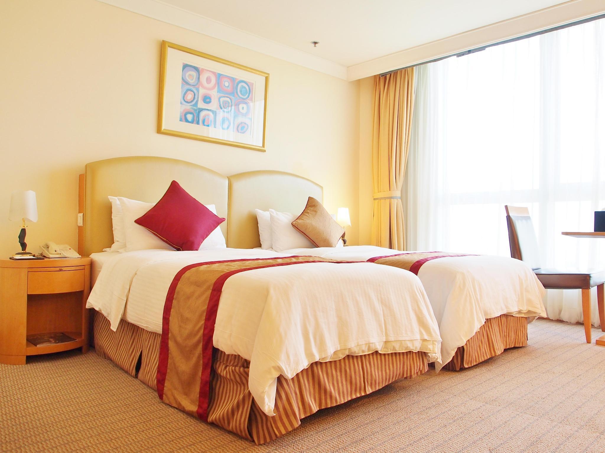 Harbour Plaza Resort City 4