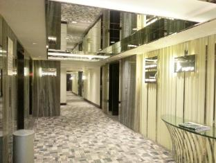 Regal Oriental Hotel Hong Kong - Corridor