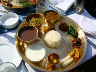 Riverside Spring Resort Chitwan - Food and Beverages
